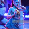 2016 AMAs: Ariana Grande wore a Maxior cuff as hair accessory for performance
