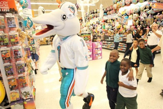 Halloween Costume Shop picture costume warehouse a year round flagship store of the halloween adventure superstores Miami Dolphins And Party City Shop With Students For Halloween Costumes