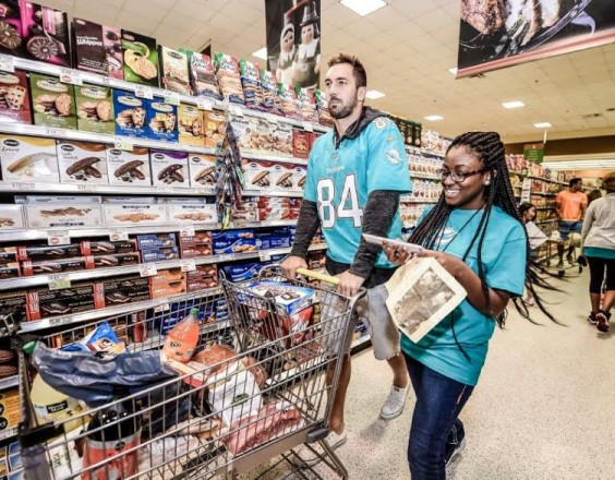 Miami Dolphins in the Community: Publix Kids and Fins Thanksgiving Shopping Spree