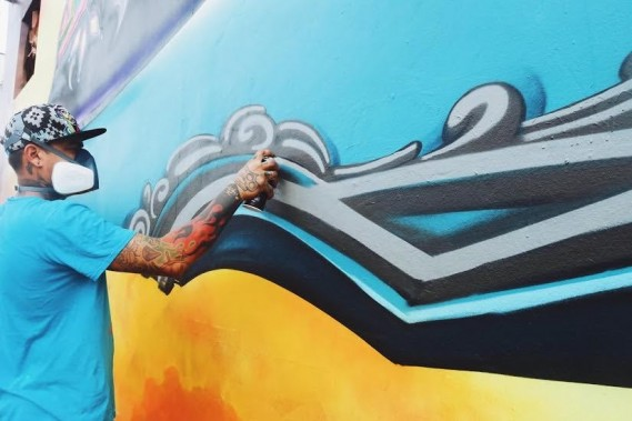 1,550-SQUARE-FOOT 'FREE LOLITA!' MURAL HITS WYNWOOD FOR MIAMI ART WEEK