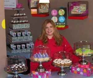 "LETTY ALVAREZ, OWNER OF LA SWEETS, SHOWING HER CUPCAKES THAT WILL BE AVAILABLE AT ""HOW SWEET IT IS"""