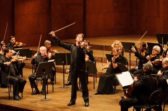 Joshua Bell and ASMF (credit Ian Douglas)