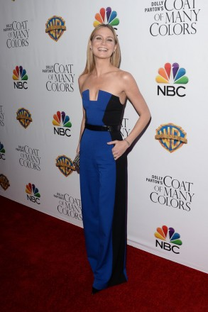 """Jennifer Nettles wore Casa Reale earrings to the premiere of Warner Bros. Television's """"Dolly Parton's Coat of Many Colors"""" at the Egyptian Theatre on December 2, 2015 in Hollywood, California."""