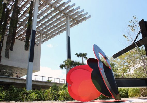 Mark di Suvero, La Plume de Pierrot, 1974 Painted steel Collection Pérez Art Museum Miami, gift of Robert and Diane Moss. © Mark di Suvero, Courtesy of SpaceTime C.C.