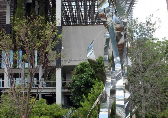 Pablo Atchugarry, Endless Evolution, 2015 Stainless steel Collection Pérez Art Museum Miami, gift of Jorge M. and Darlene Pérez.