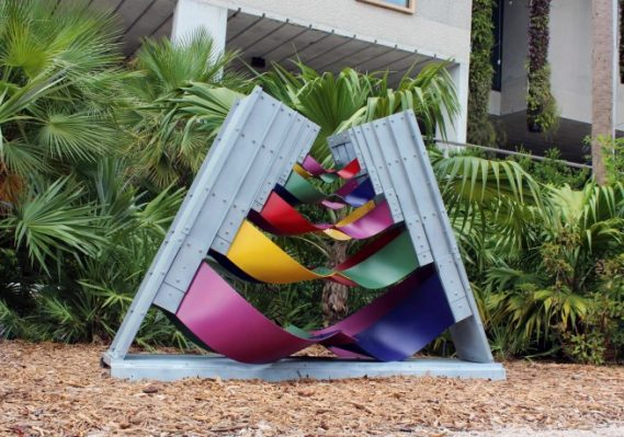 Edgar Negret, Fiesta Andina, 1992 Painted aluminum Collection Pérez Art Museum Miami, gift of Jorge M. Pérez.