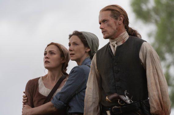 Sophie Skelton (Brianna Fraser), Caitriona Balfe (Claire Fraser), Sam Heughan (Jamie Fraser) - Outlander Season 5