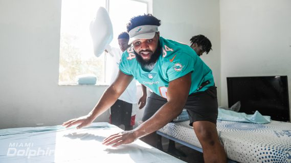 Miami Dolphins DT Christian Wilkins Assists in Assembling Beds in Collaboration with Ashley HomeStore